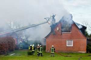 Übernimmt die Wohngebäudeversicherung einen Hausbrand?